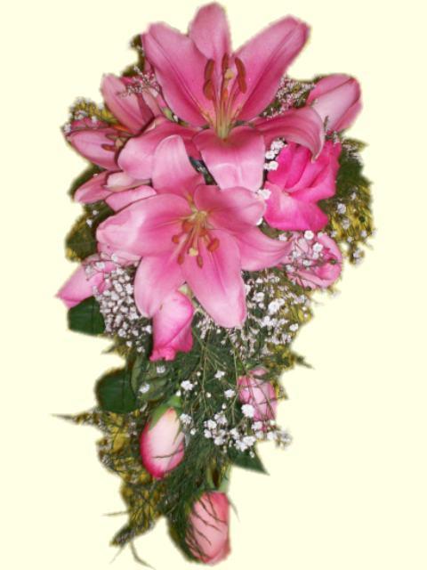 iglesias con ramos de flores para novias con caida, arreglos florales